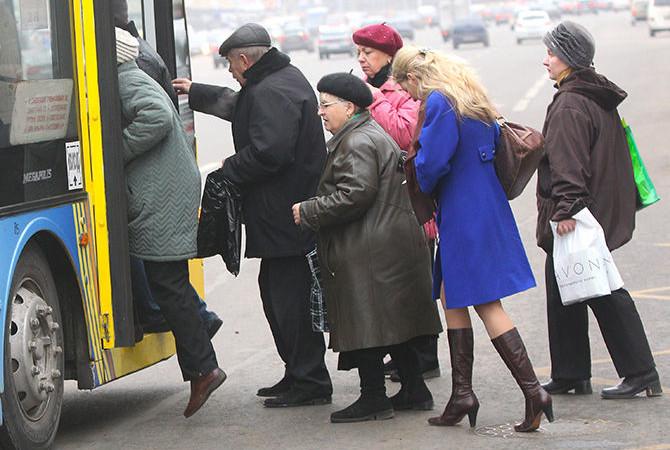 Українцям замість пільг видадуть готівку: скільки заплатять і як їздити у транспорті