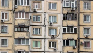 В Днепре девушка выпрыгнула с 14 этажа и упала на прохожего