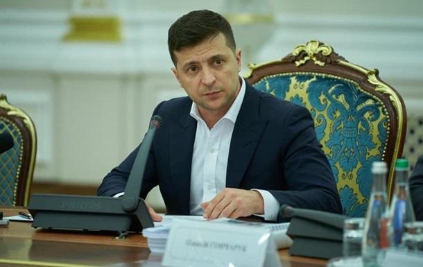 Зеленский подписал закон, приравнивающий е-паспорта к бумажным