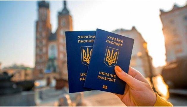 Українці можуть без віз їздити до майже 130 країн - Президент