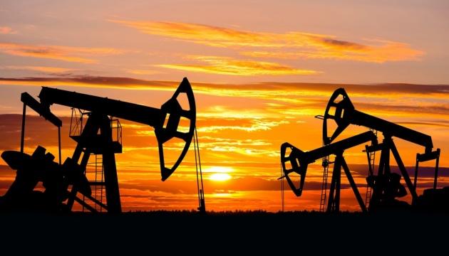 Нафта продовжує дорожчати на тлі відновлення економіки КНР та США