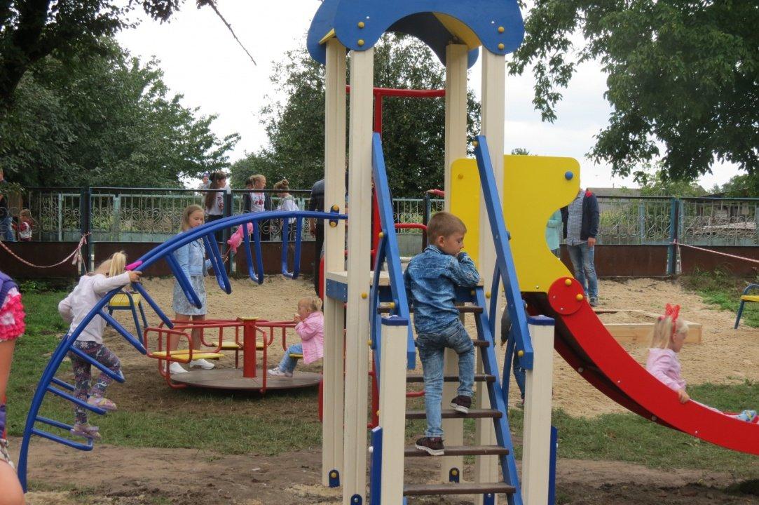 У Києві відкрили спортивні та дитячі майданчики