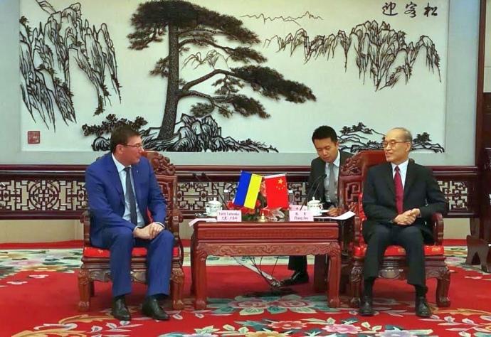 Луценко полетів у КНР – там сподобався його досвід