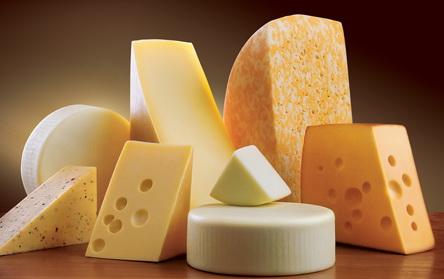 В Україні з тьох тонн молока навчились виробляти тонну сиру