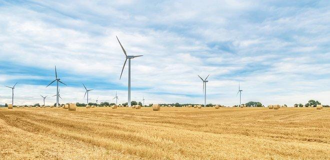 Кабмин хочет приостановить строительство новых солнечных и ветровых станций